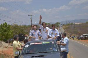 """Candidatos da coligação """"Para o Ceará Seguir Mudando"""" participaram de grande festa em Aracoiaba"""