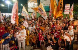 Eleitores de Camilo Santana levaram os filhos para participar da caminhada na Beira-Mar