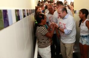 Roberto Cláudio ressaltou a importância do novo horário de atendimento, laboratório para coleta de sangue e consultório odontológico - Foto: Queiroz Neto