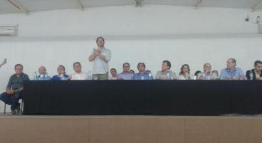 Cid Gomes foi o mediador da conversa entre os participantes