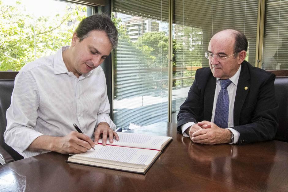 Governador Camilo Santana deu posse a Antônio Balhmann - Foto: Carlos Gibaja